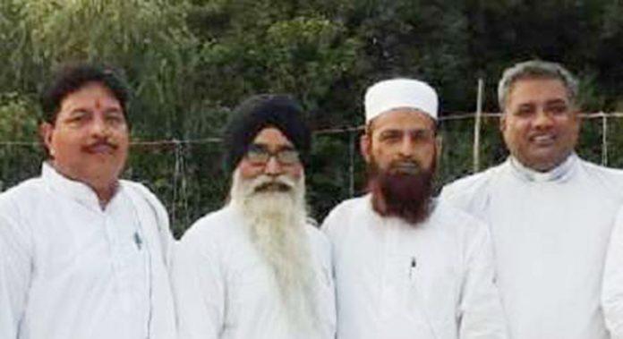 گاندھی جینتی کے موقع پر منعقدہ پروگرام میں موجود مذہبی پیشوا
