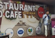 Yogesh-Bhatia-delivering-lecture-on-Hotel-Industries.jpg
